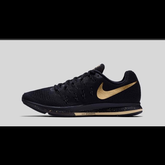 newest 40fbd 44891 Nike Air Zoom Pegasus 33 Black and Gold. M 5bf9d1d5035cf1f2618eec2f